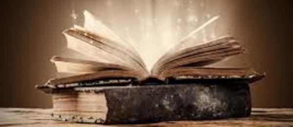 En bok som ligger öppnad.